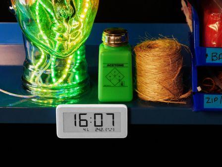 Bluetooth eInk Display Clock with Temperature Humidity Sensor