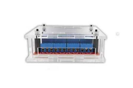 Behuizing voor 4 x Relais 5Volt NO / NC met uitsparingen zodat u gemakkelijk bij de poorten en pinnen kunt.